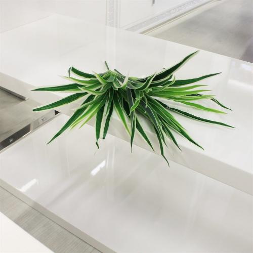 Хлорофитум куст искусственный зелено-белый 25 см - Фото 2